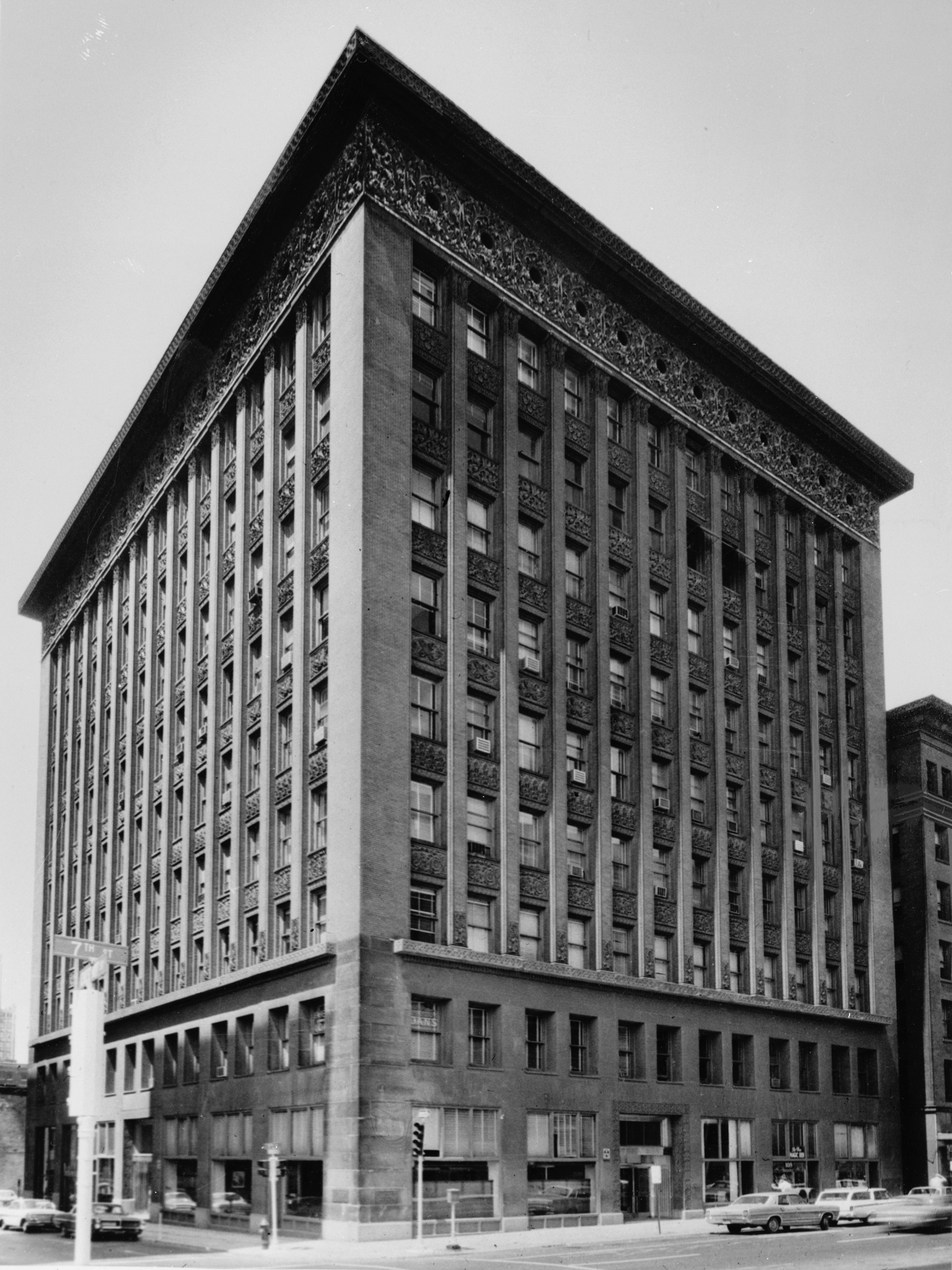 File louis sullivan wainwright building seventh for Architect st louis mo