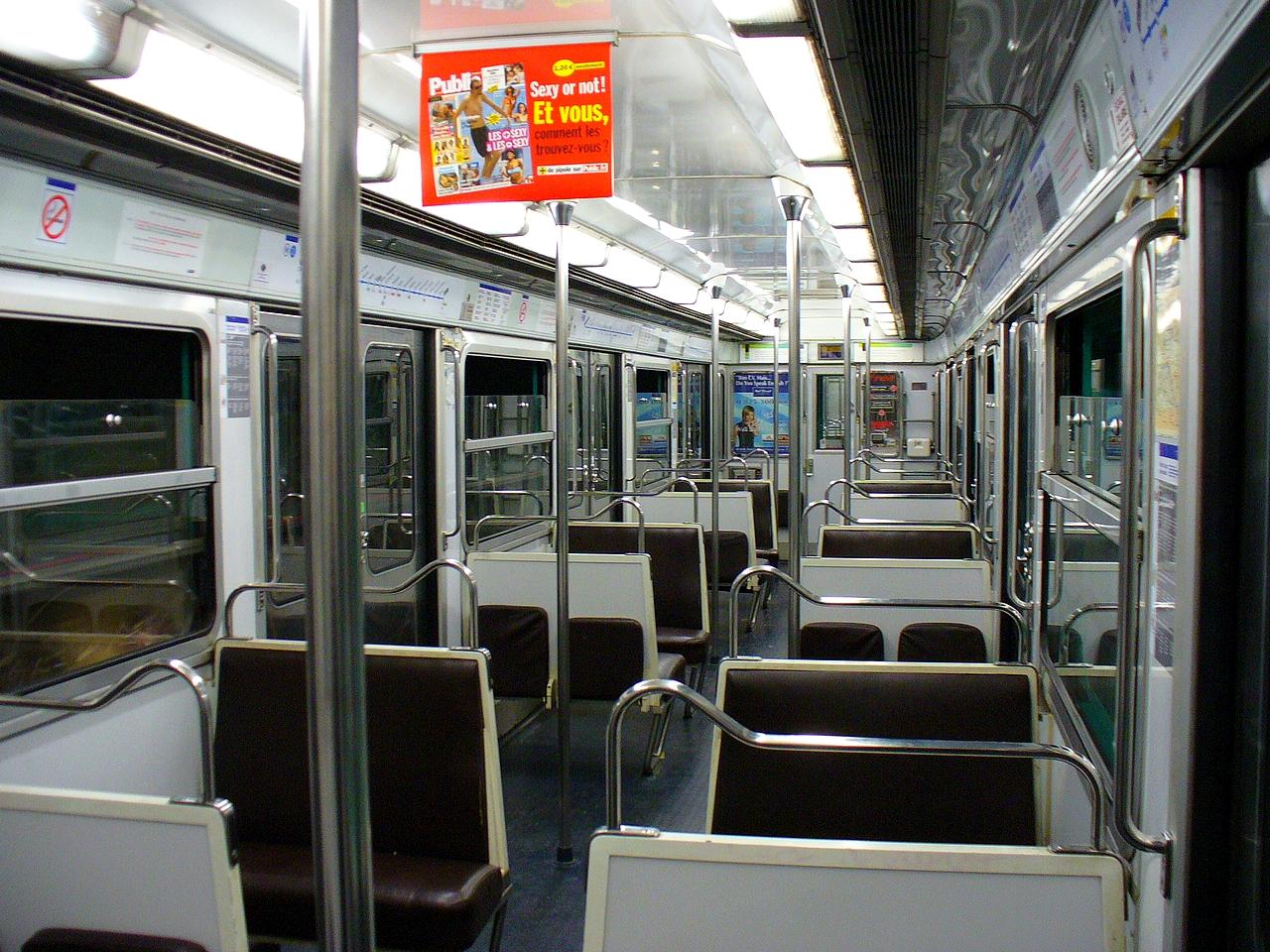 File m tro de paris int rieur mf 67 ligne for Metro interieur