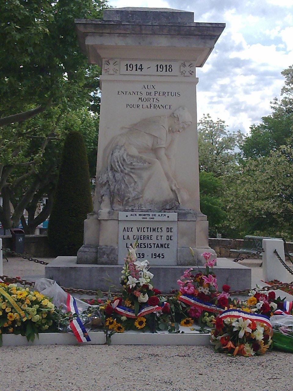 Www.rencontres-arles.com/monuments aux morts