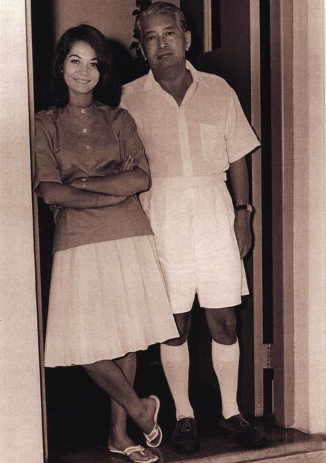 File:Nancy Kwan and her father 2.jpg - Wikimedia Commons