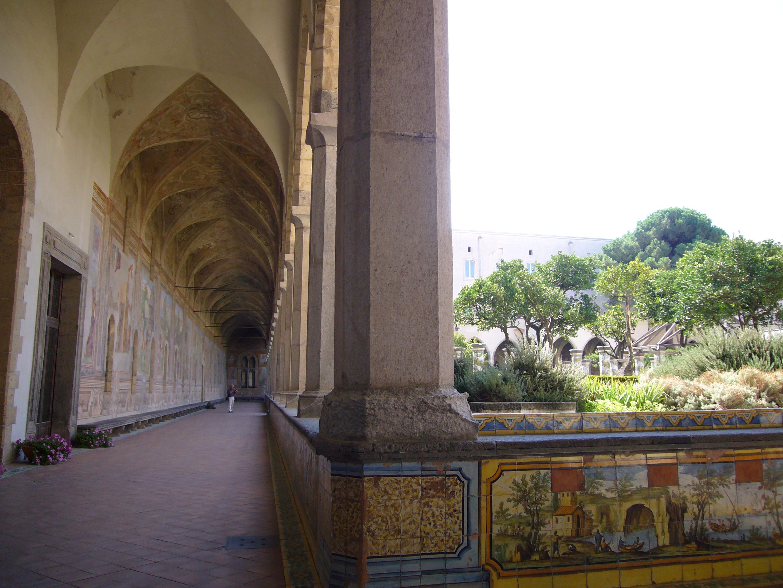 File:Napoli s Chiara chiostro 1040854.JPG - Wikimedia Commons