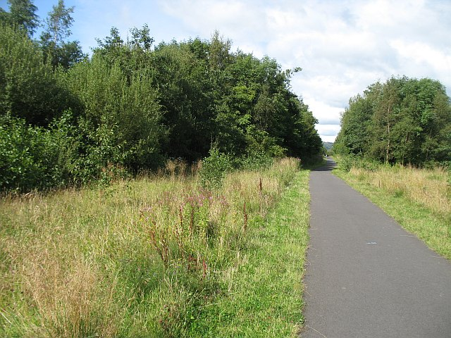 National Cycle Route 7 passing Kilbirnie - geograph.org.uk - 1443381