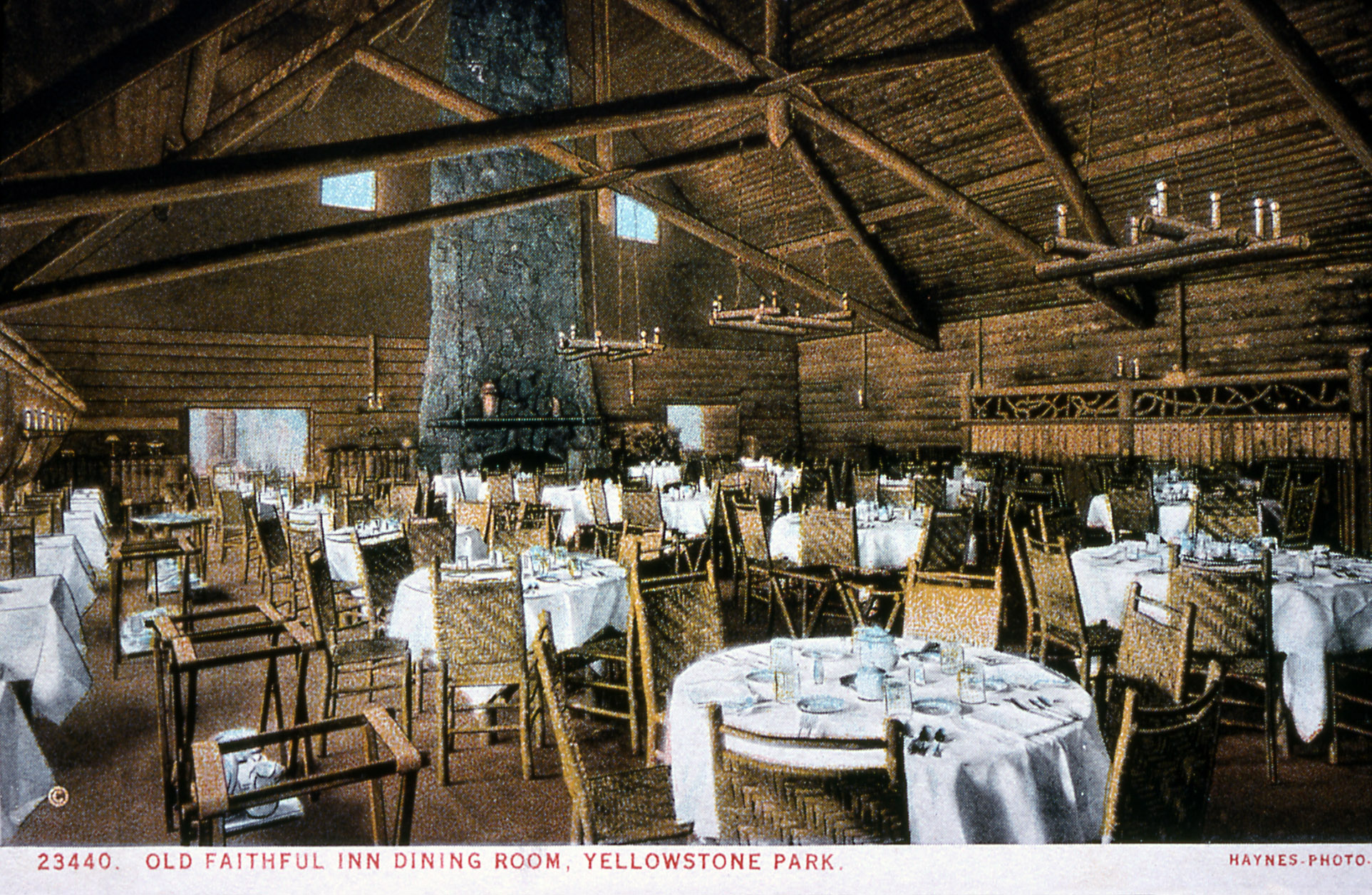 Delicieux File:Old Faithful Inn Dining Room (15791316836)