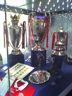 Triplan pokaalit–Valioliiga, Mestarien liiga ja FA Cup (vasemmalta oikealle)