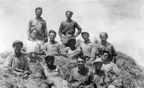 גן-שמואל-הפלחים על ערימת הקש 1935-38