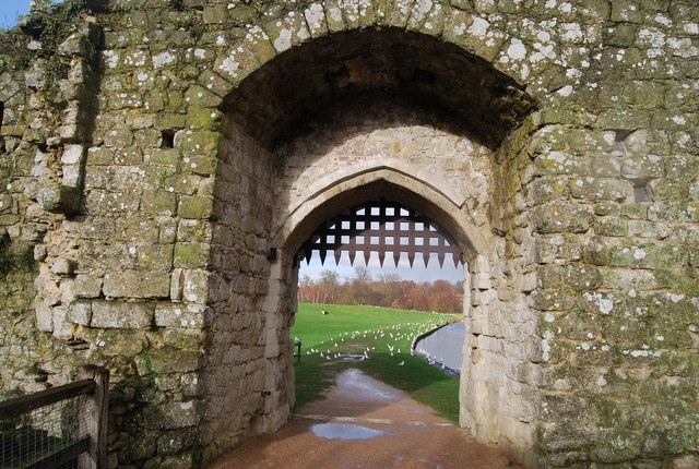 Portcullis Gate, The Mill, Leeds Castle - geograph.org.uk - 1613103