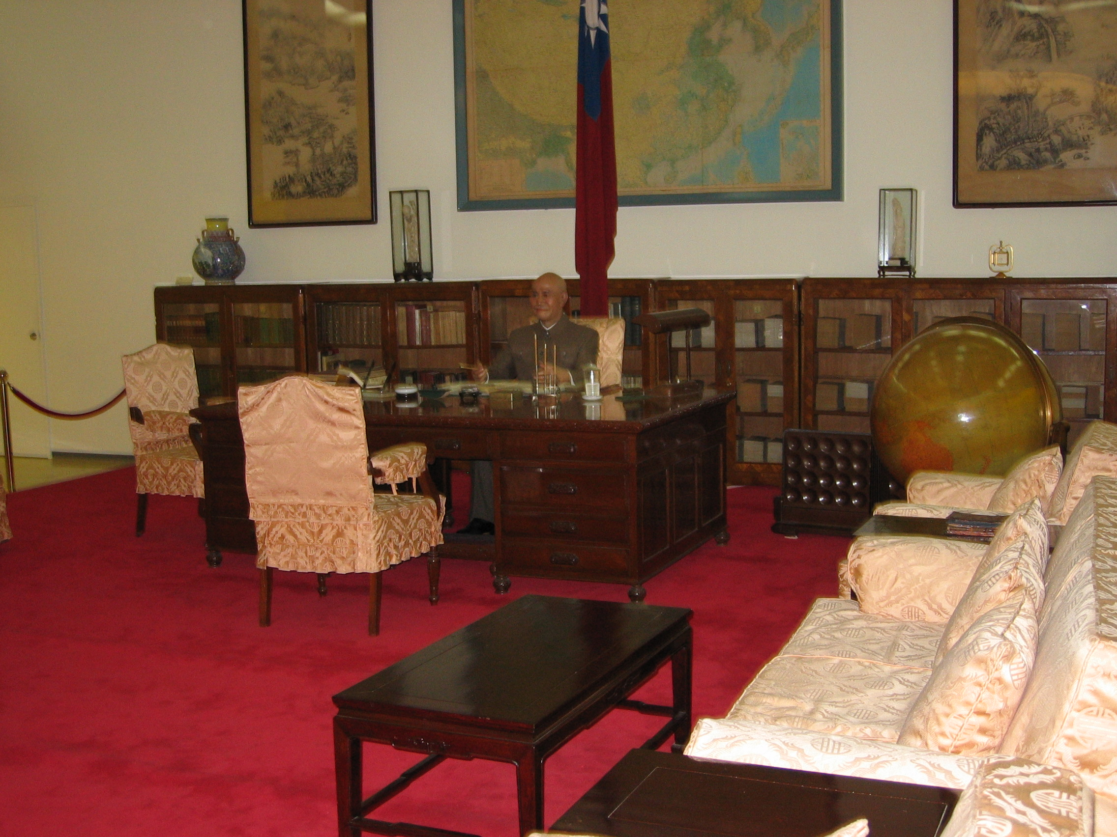 File:ROC CKSMH The Memorial Office Of President Chiang 20050529