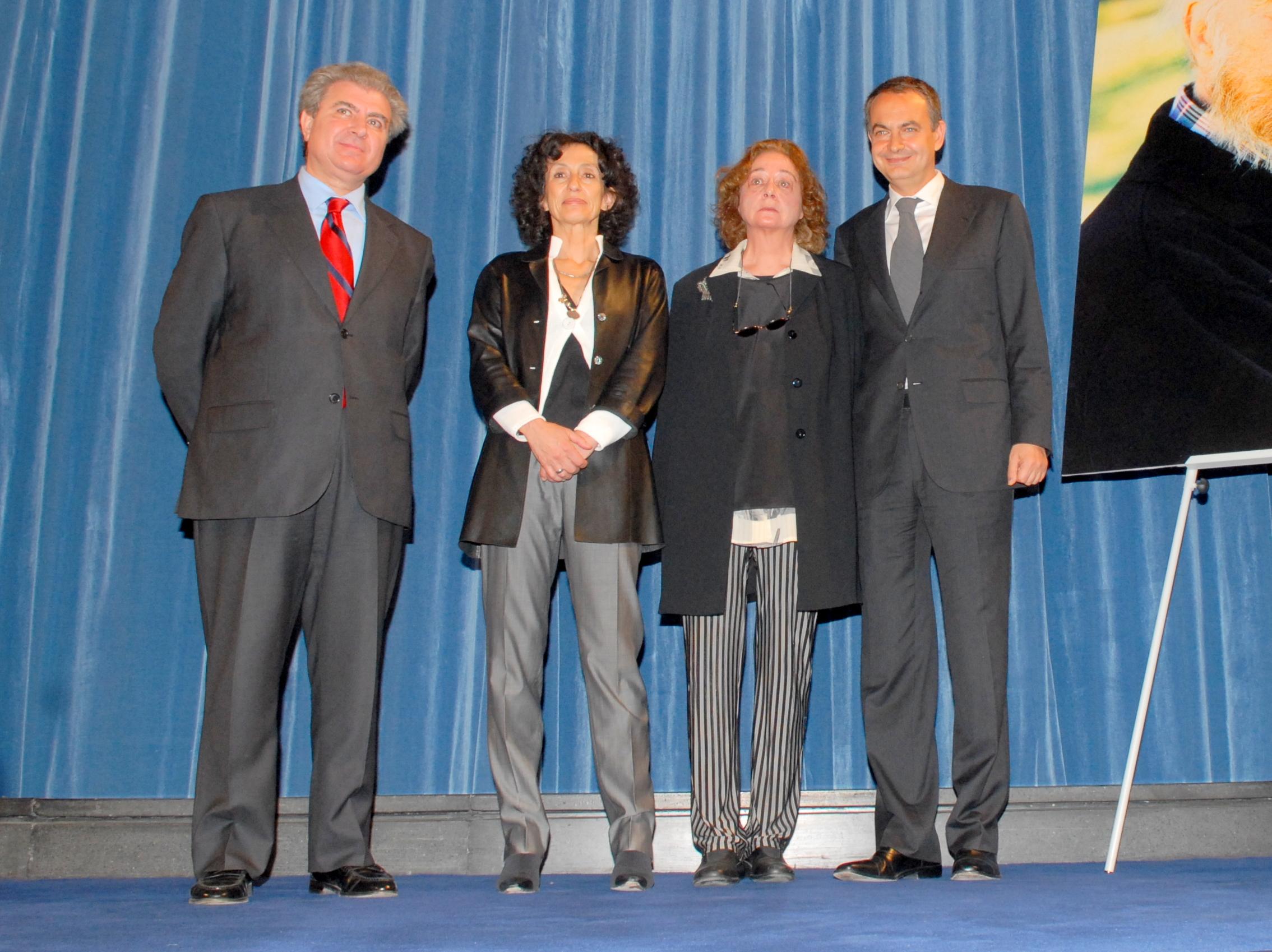 71a9e60600d0 Fichier Rodríguez Zapatero entrega a Emma Cohen la Gran Cruz de la Orden  Civil de