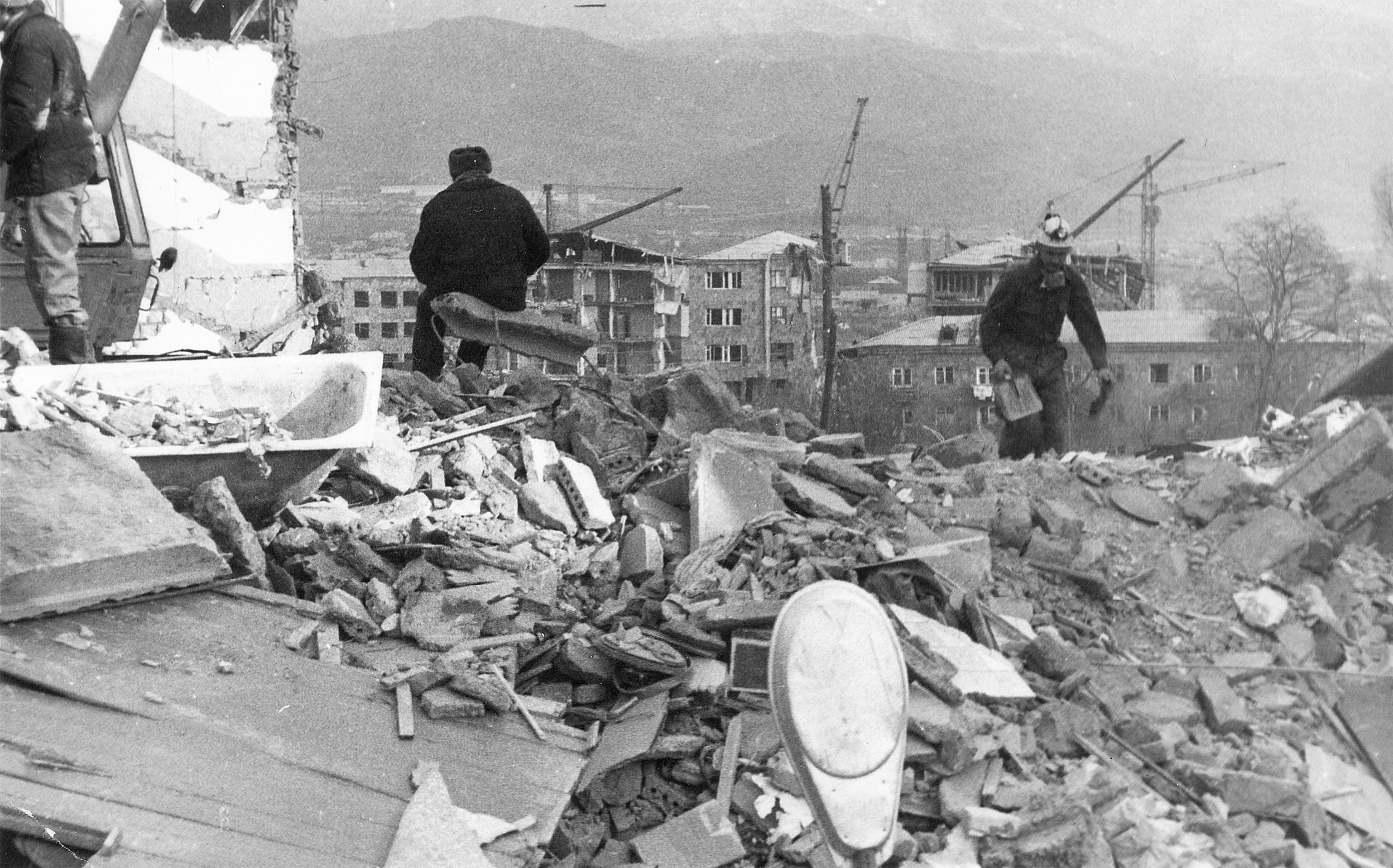 Ruins in Spitak after the 1988 earthquake.jpg