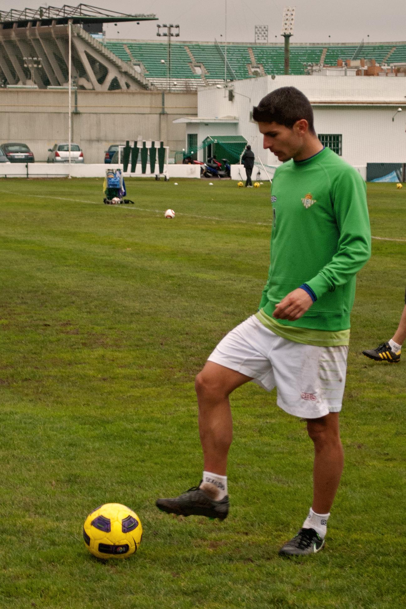 Salva sevilla.jpg Español: Imagen de Salva Sevilla, jugador del Betis, durante un entrenamiento del equipo. Date 30 December 2010 Source Own