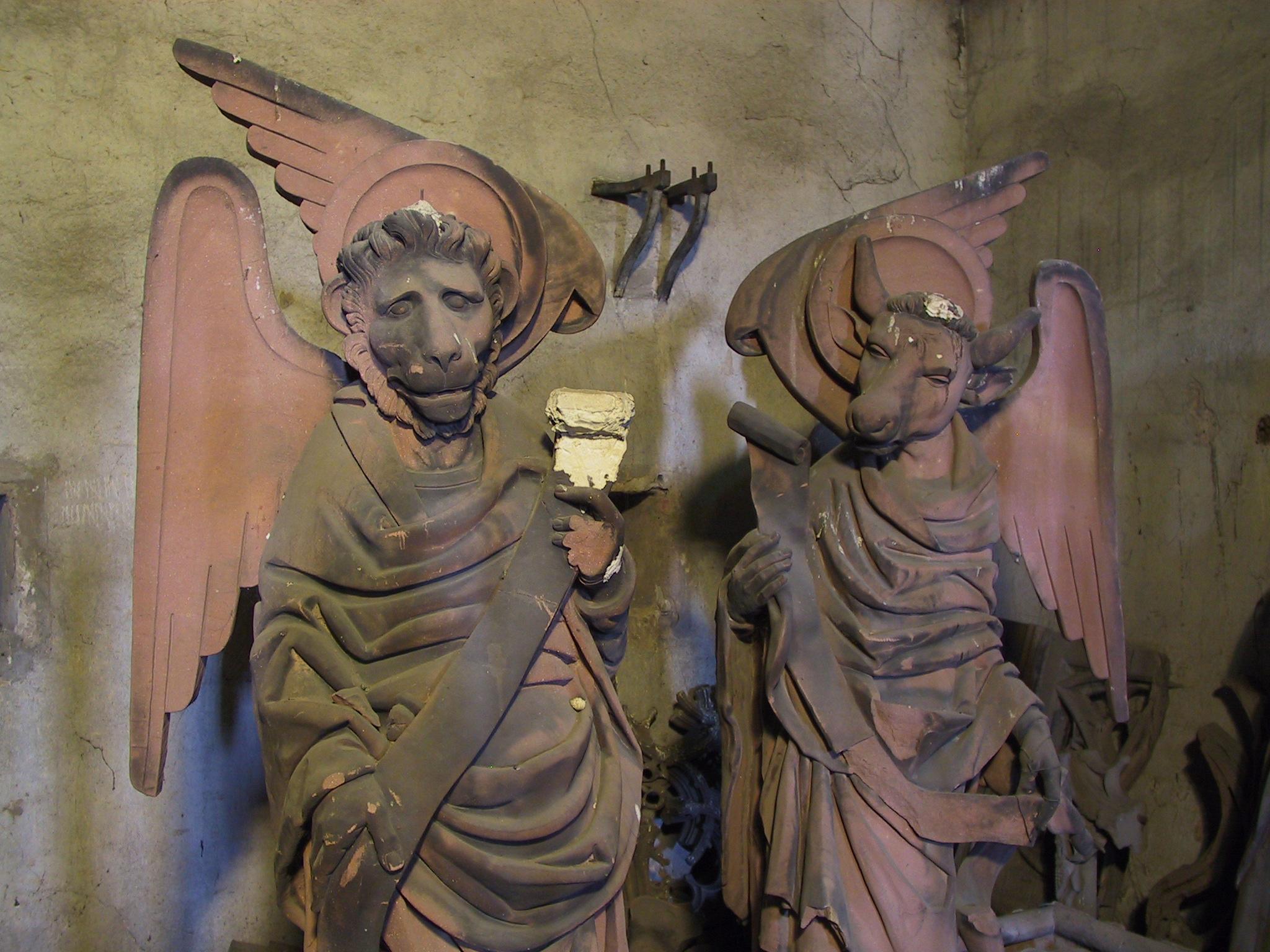 Filestrasbourg Evangelist Symbol Statues 2 Mark And Lukeg
