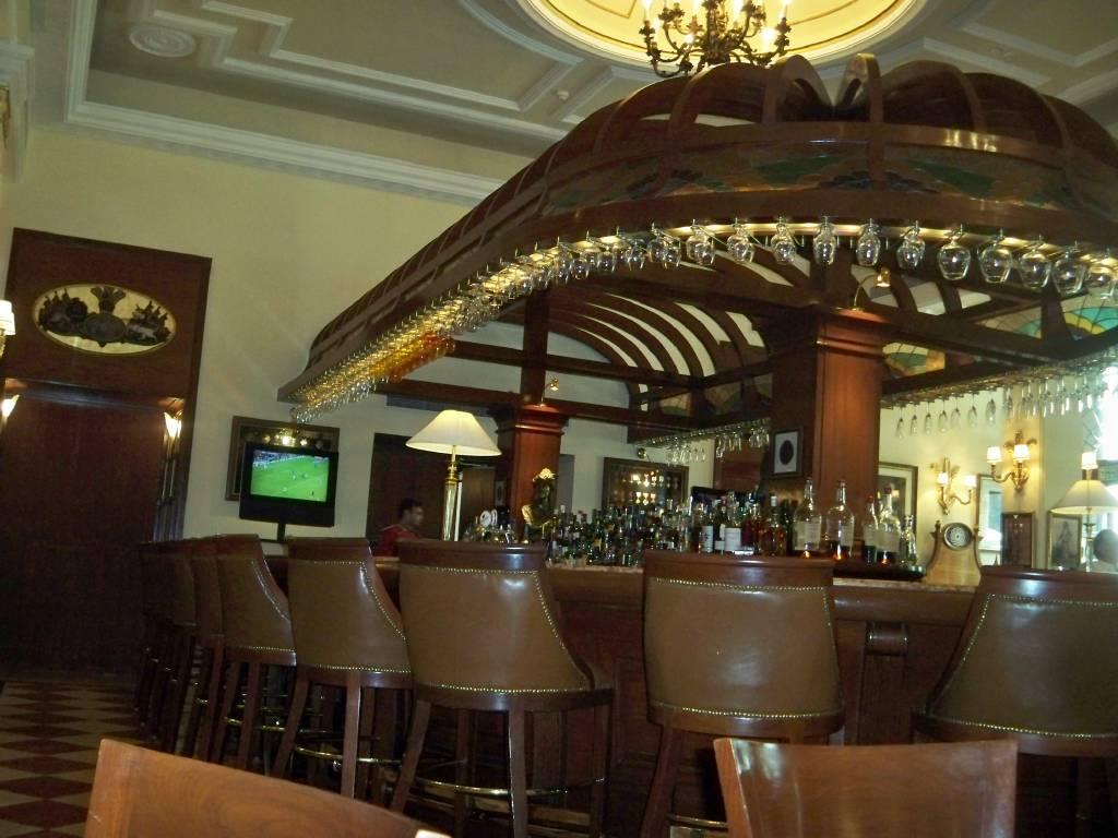 File:The bar at 1911 restaurant, Imperial Hotel, New Delhi ...
