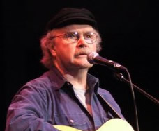 English: I took this picture of Tom Paxton at ...