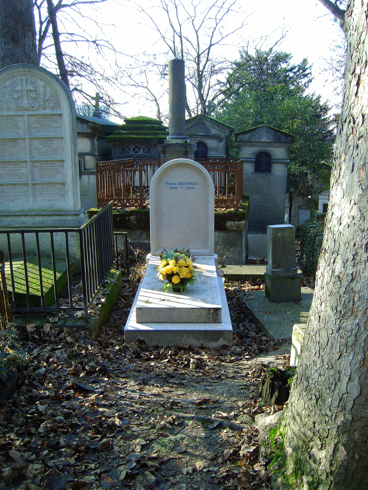 File tombe bourdieu jpg wikipedia for Au jardin de jean pierre inc