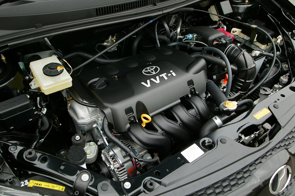 Description Toyota 1NZ-FE engine 001.JPG