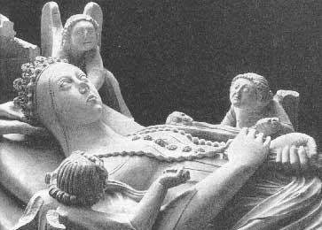 Archivo:Tumulo de Ines de Castro.jpg