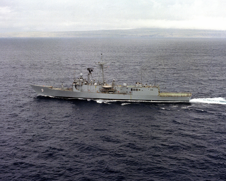 USS Wadsworth (FFG-9) underway.