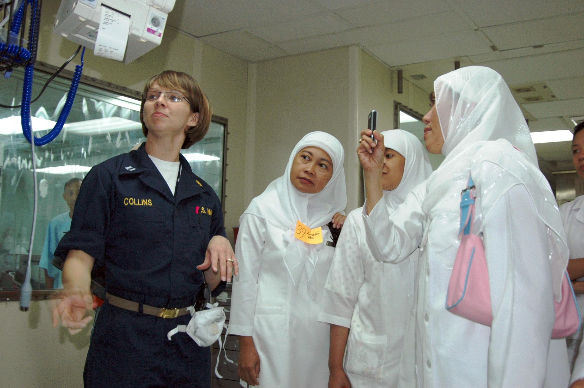File Us Navy 060607 N 9437r 297 A U S Navy Nurse Lt