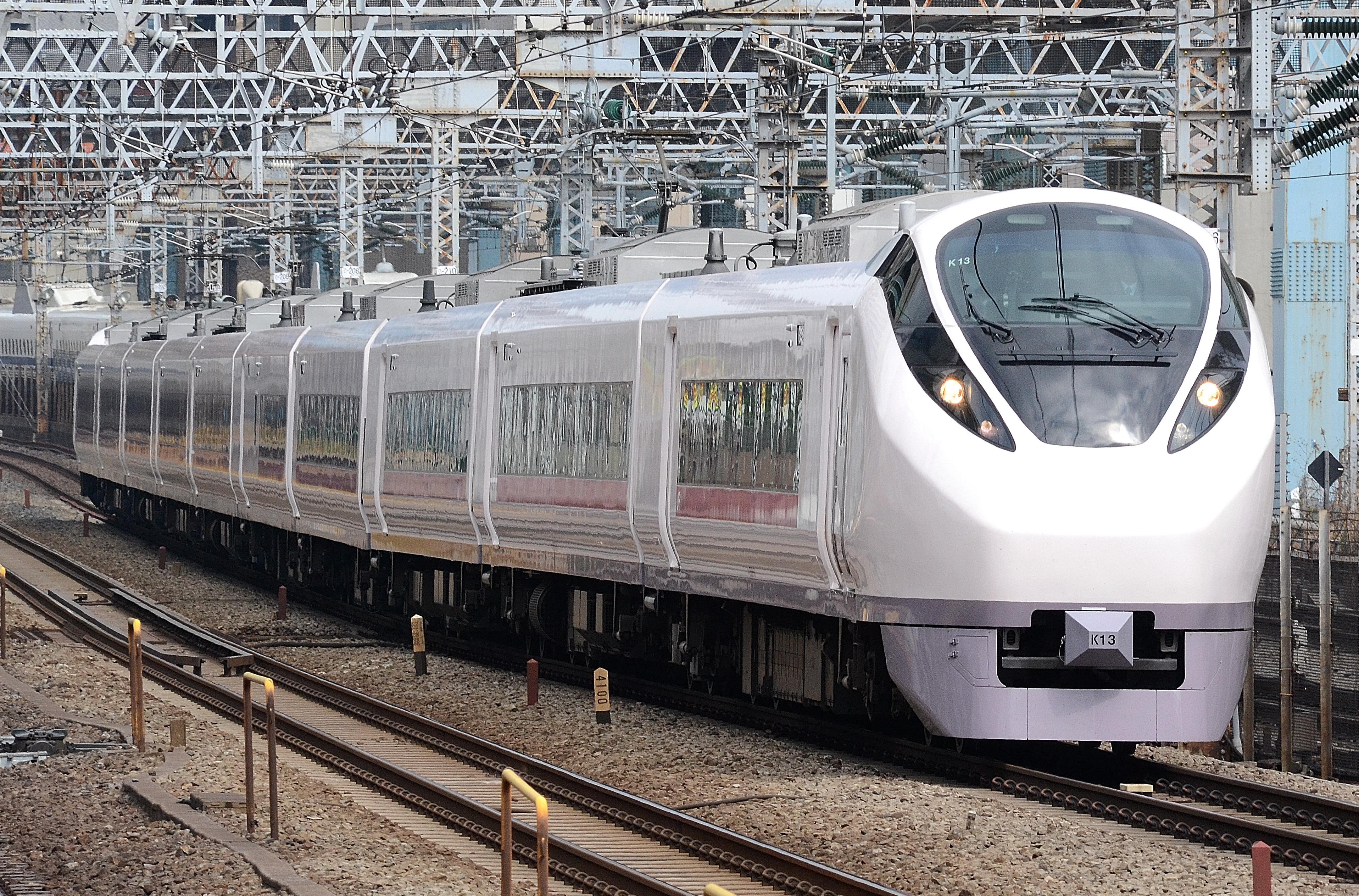 https://upload.wikimedia.org/wikipedia/commons/e/ec/Ueno_tokyo_line_E657.JPG
