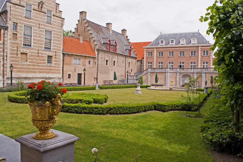 File wlanl mennofokke franse tuin grenst aan de for Franse tuin