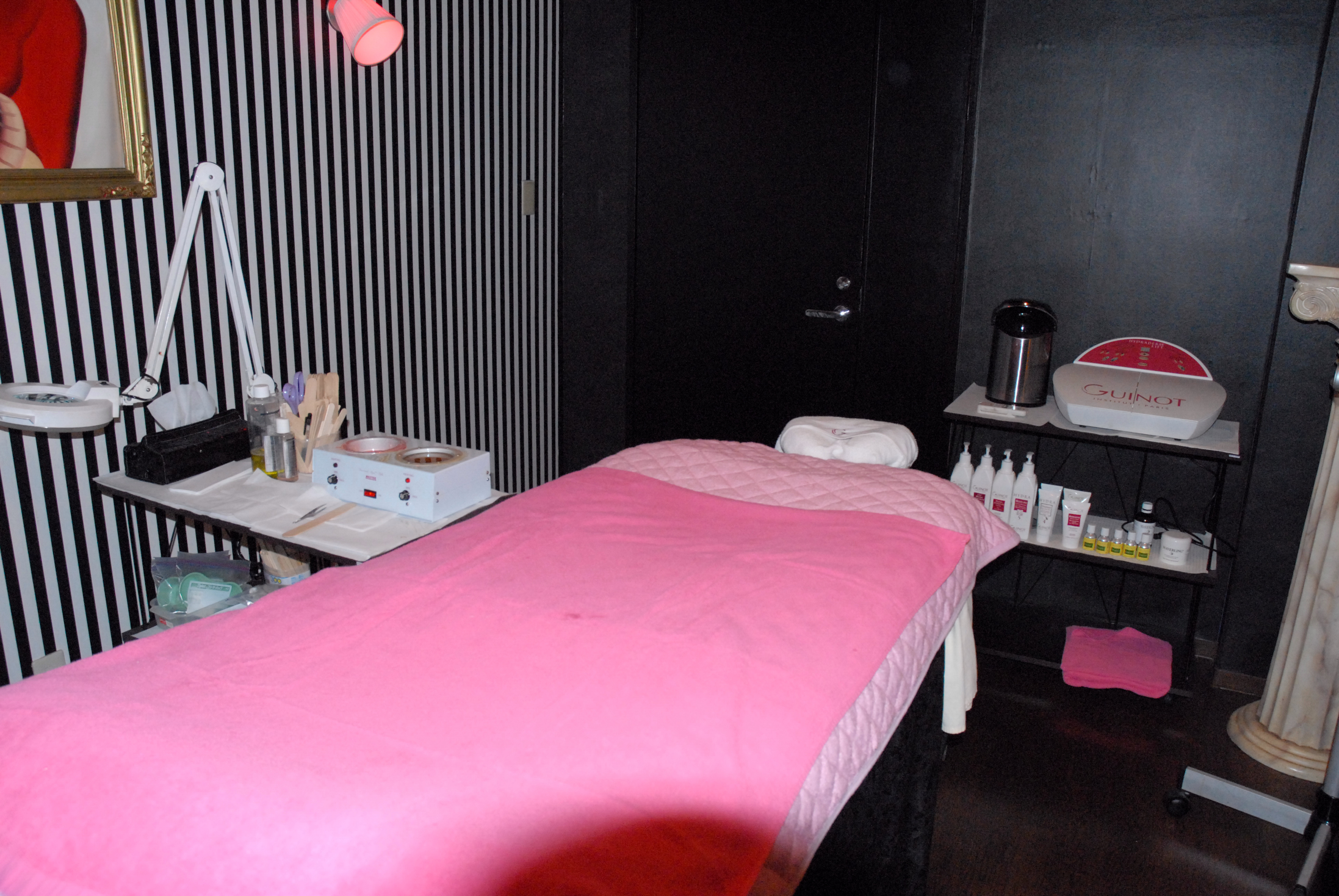 Esthetic Room For Rent Montreal