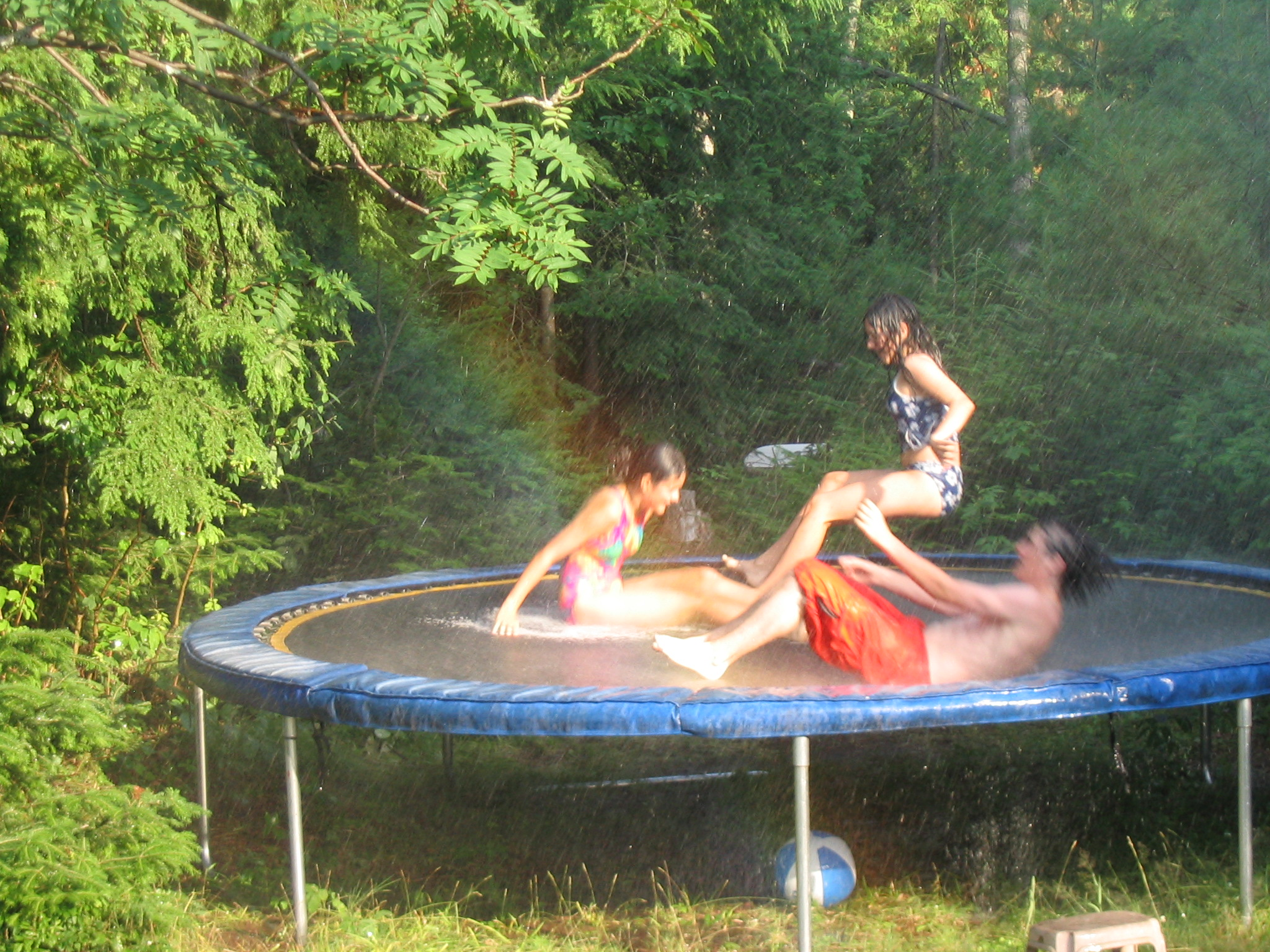 Description Wet trampoline.jpg