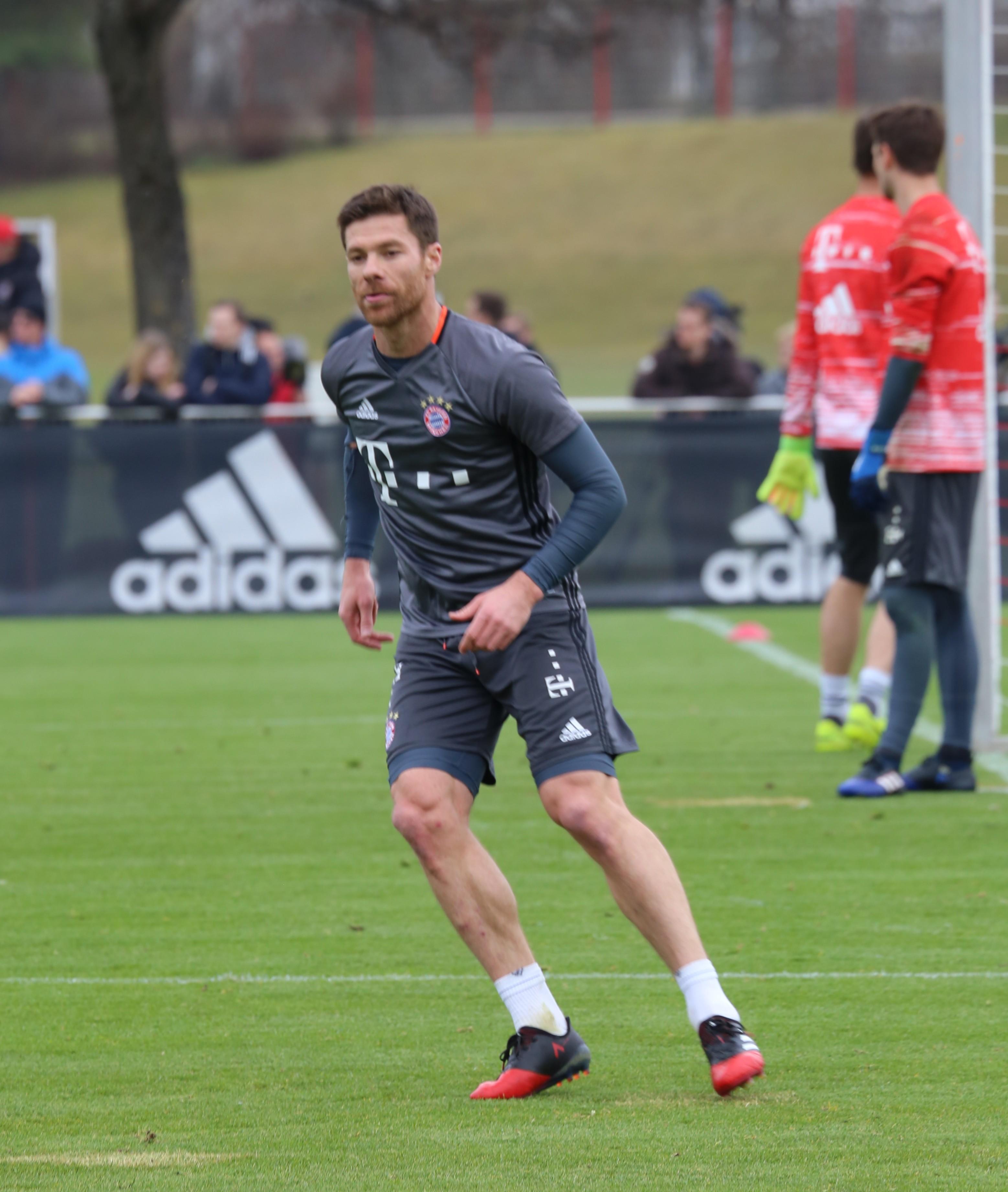 File Xabi Alonso Training 2017 03 FC Bayern Muenchen 4