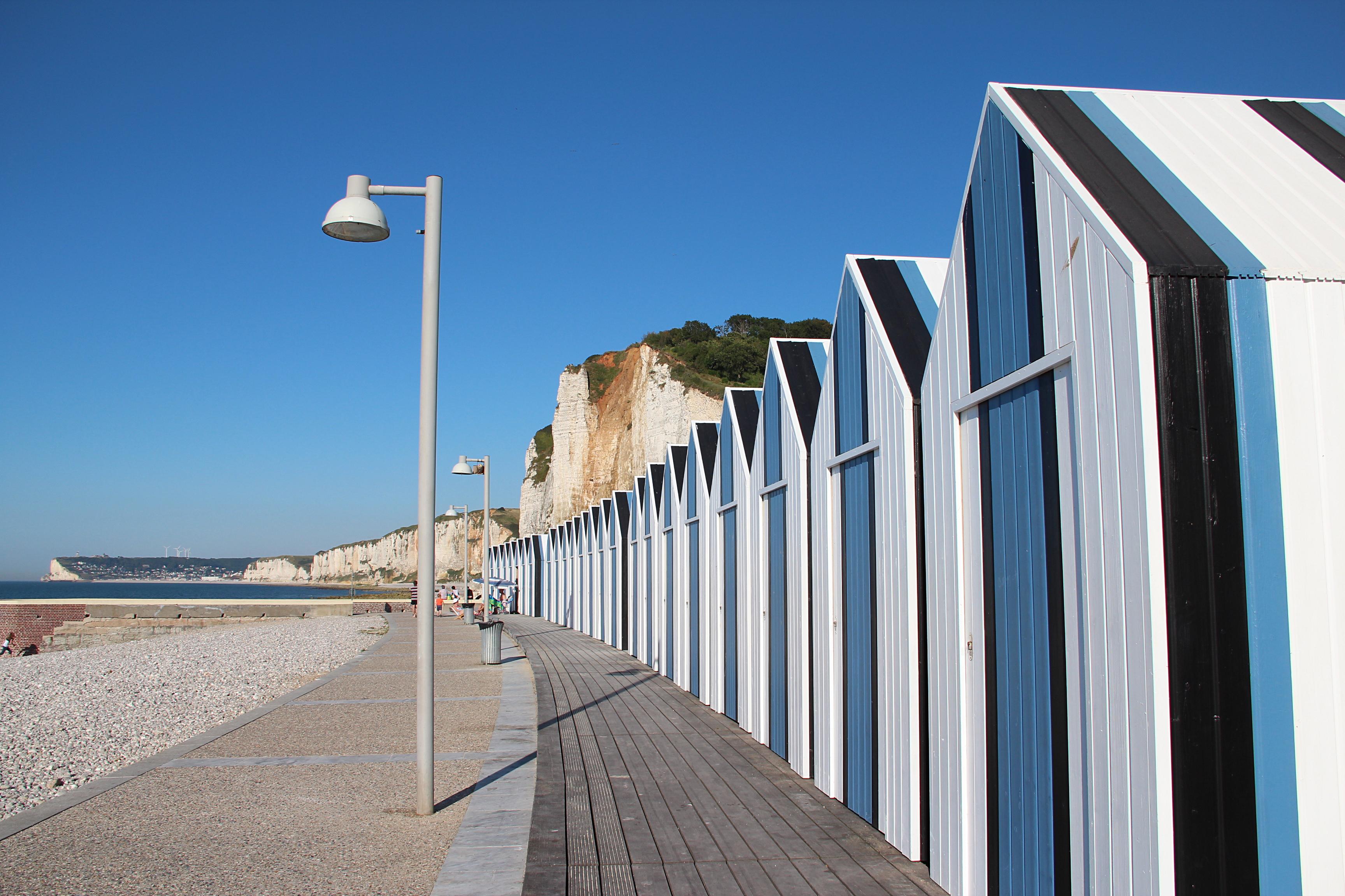 File 0 yport cabines de plage et falaises d 39 amont 1 jpg wikimedia c - Cabine de plage exterieur ...