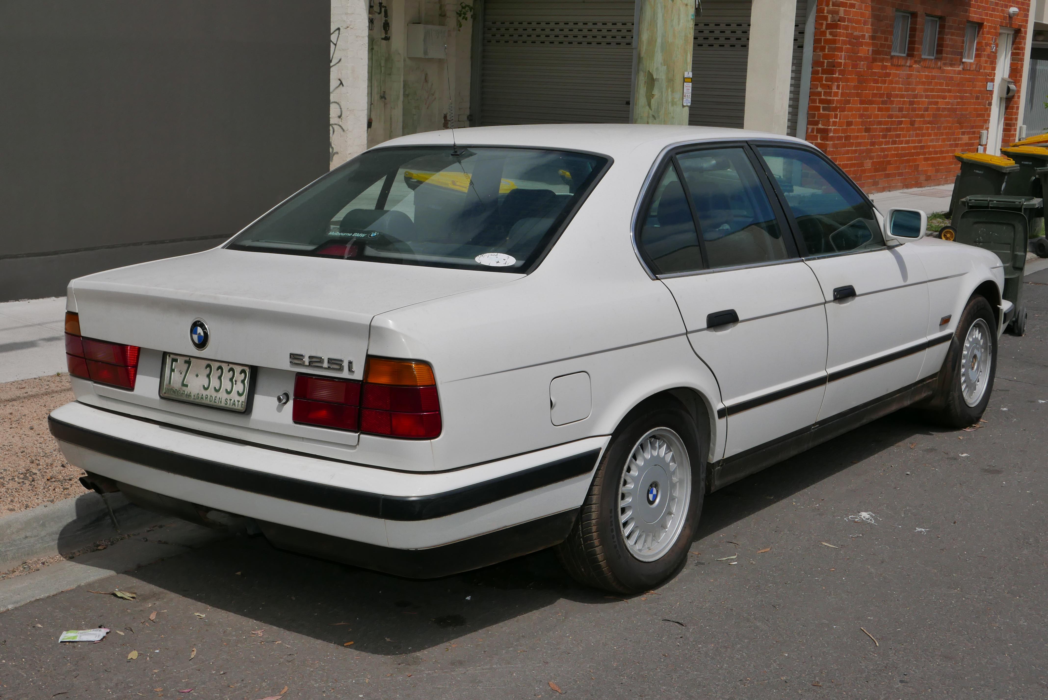 file:1989 bmw 525i (e34) sedan (2015-11-13) 02 - wikimedia commons