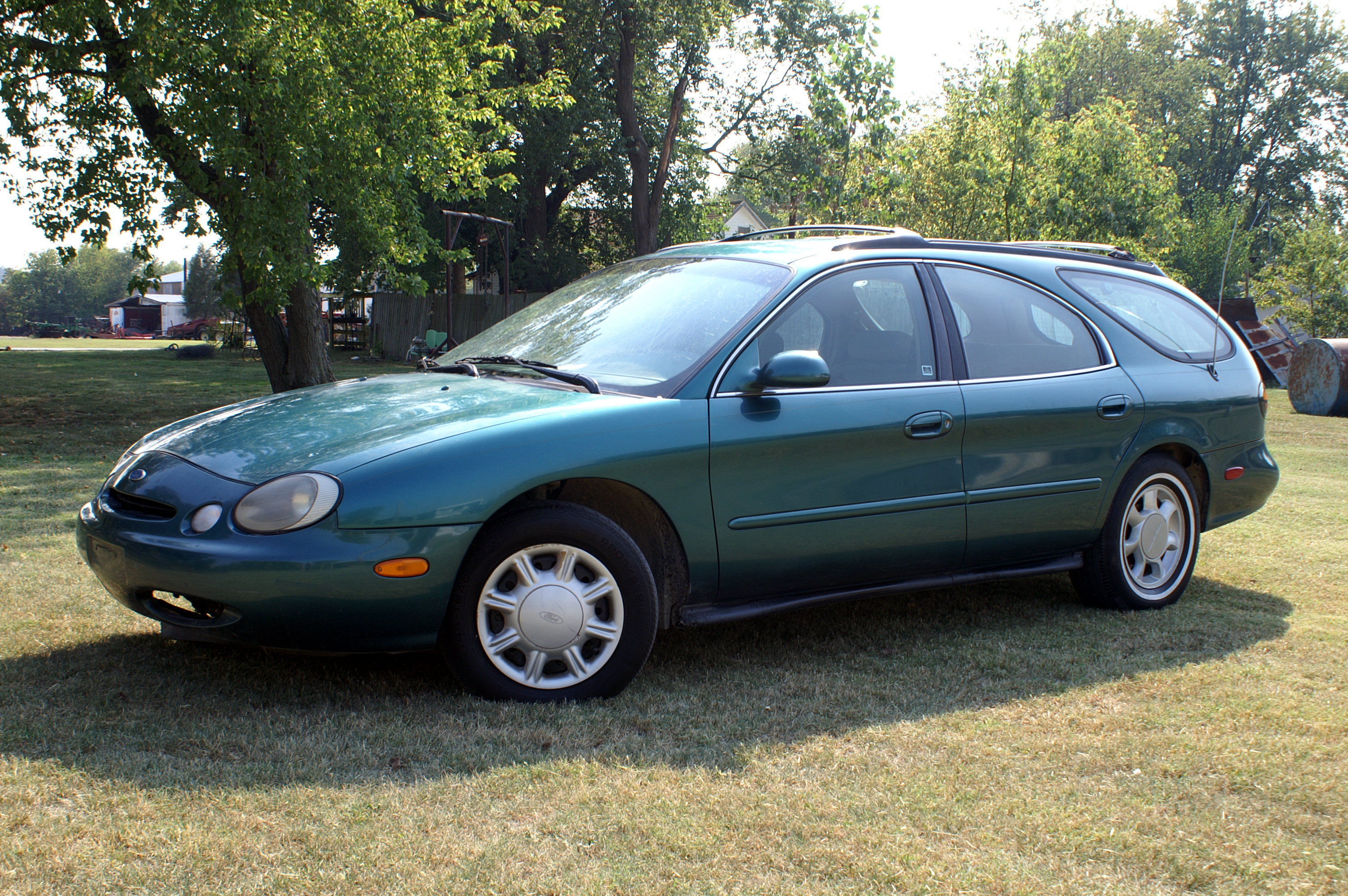 File 1996 ford taurus gl station wagon jpg