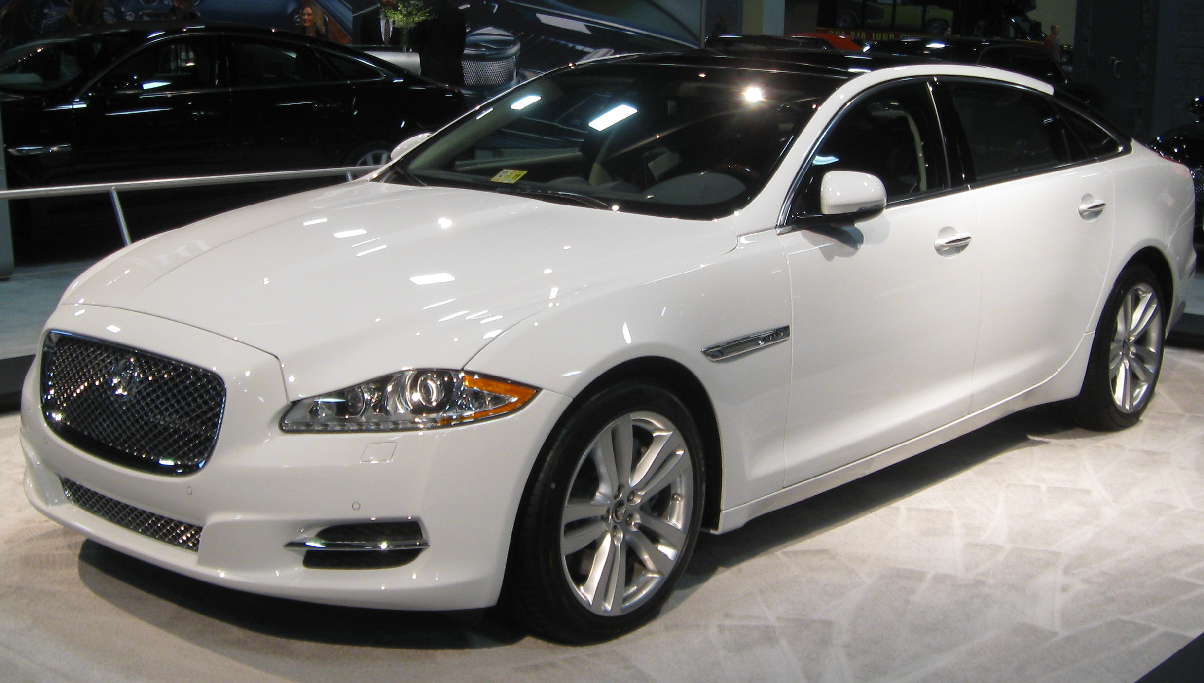 File:2011 Jaguar XJ8 L -- 2011 DC.jpg - Wikipedia