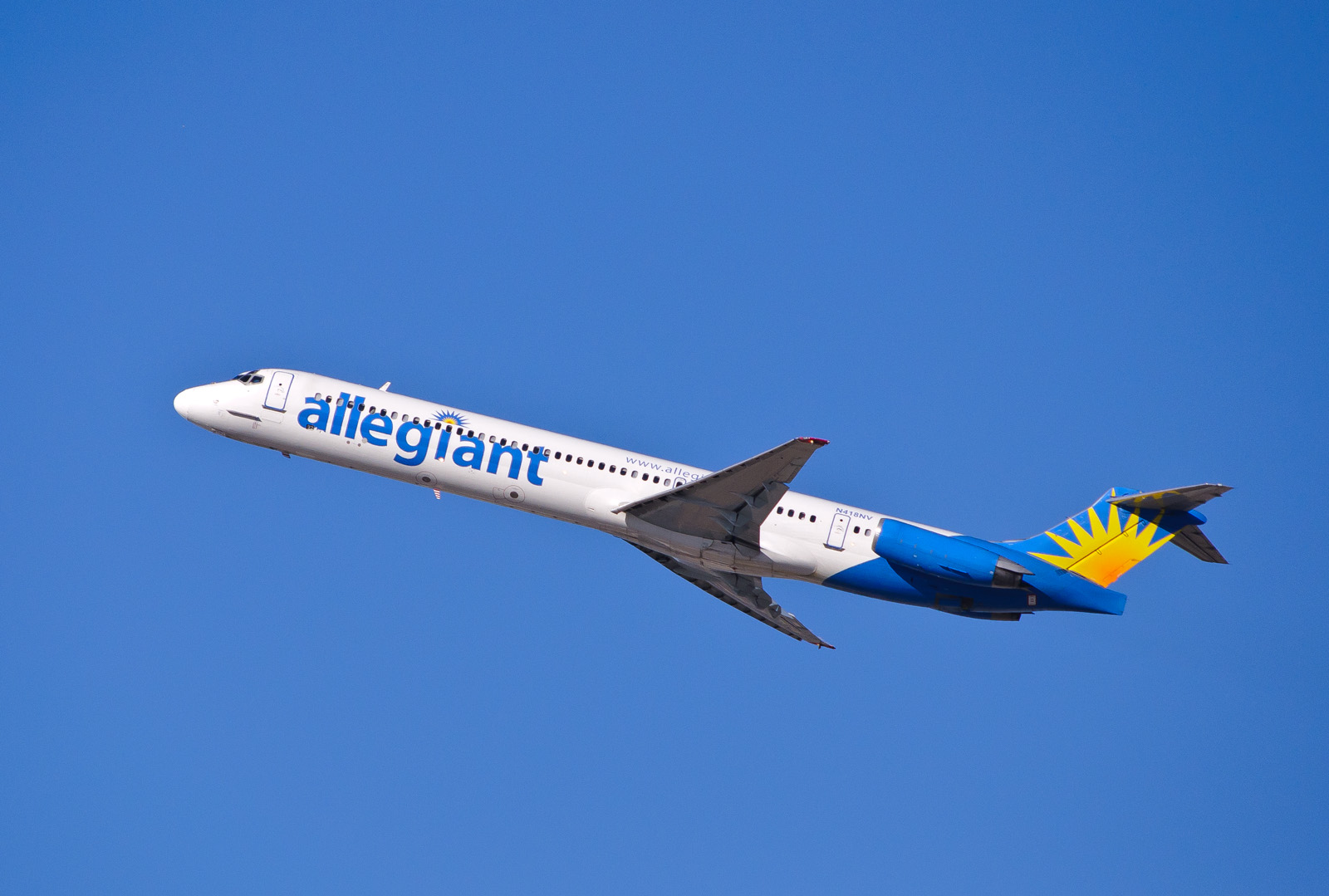 Cheap Allegiant Air Flights. Allegiant Air flights are delayed 48% of the time, which is much lower than most med-sized carriers. When there is a delay, it averages about 39 minutes.