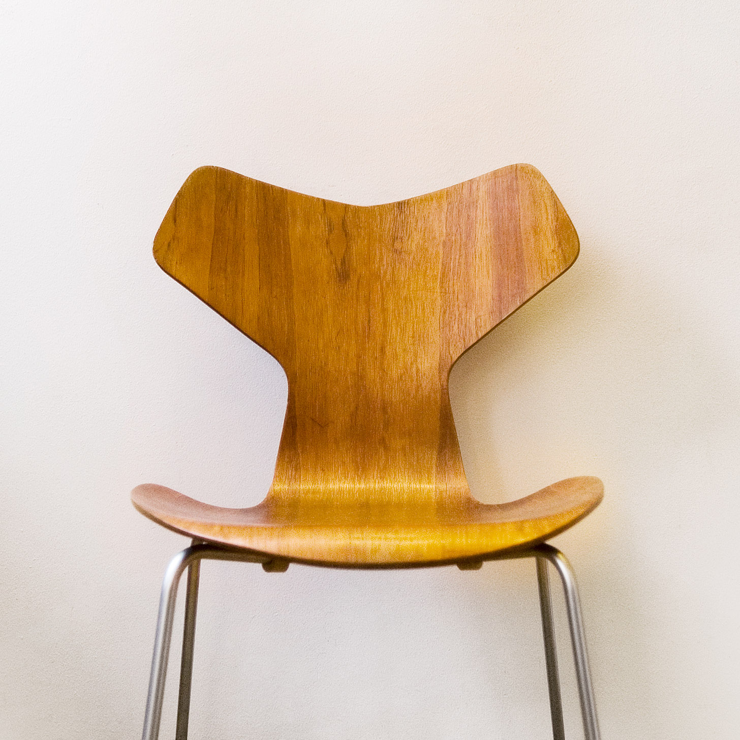 File:Arne Jacobsen   Grand Prix Chair