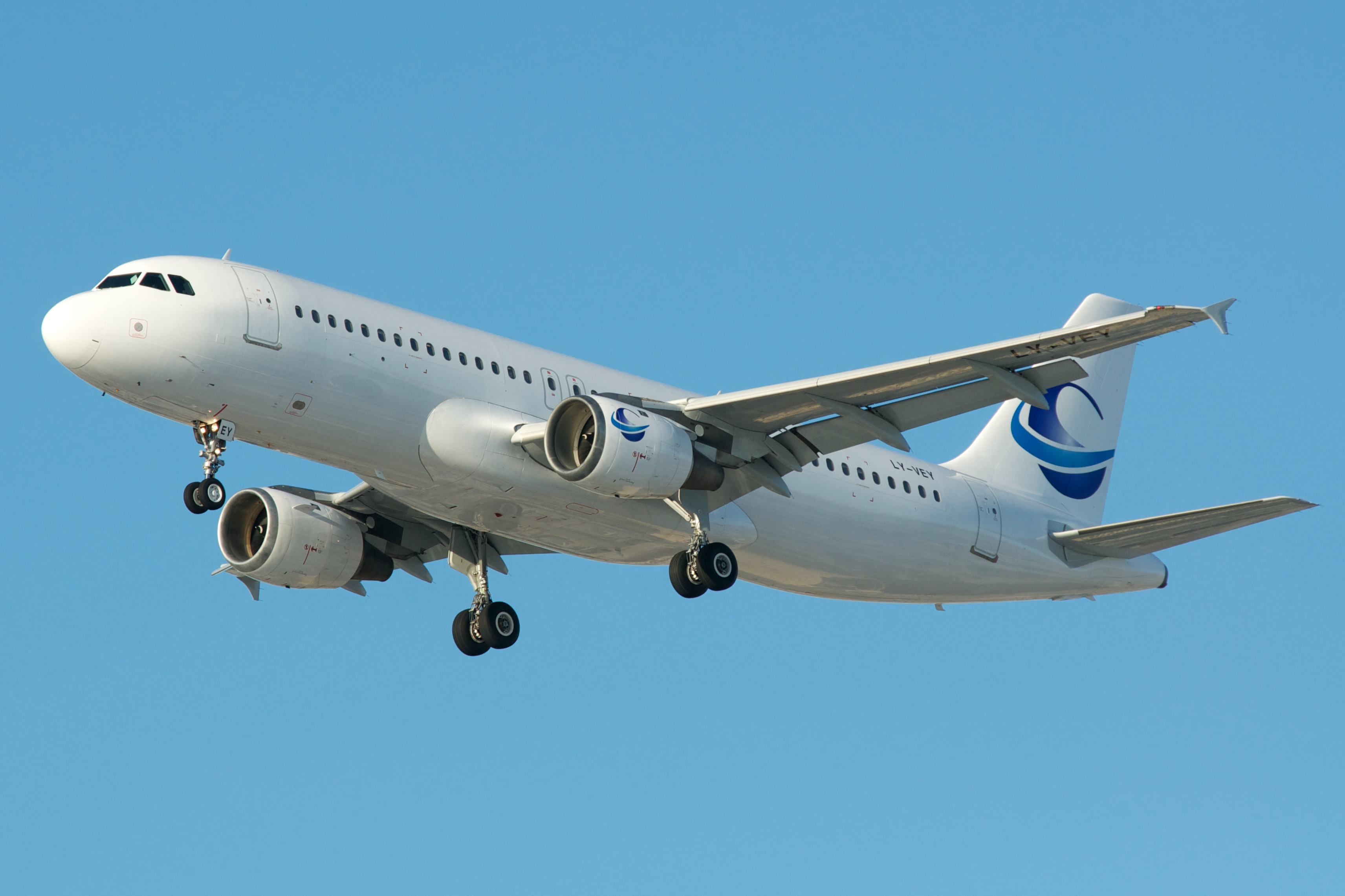 file avion express airbus a320 ly vey 6705403435 2 jpg