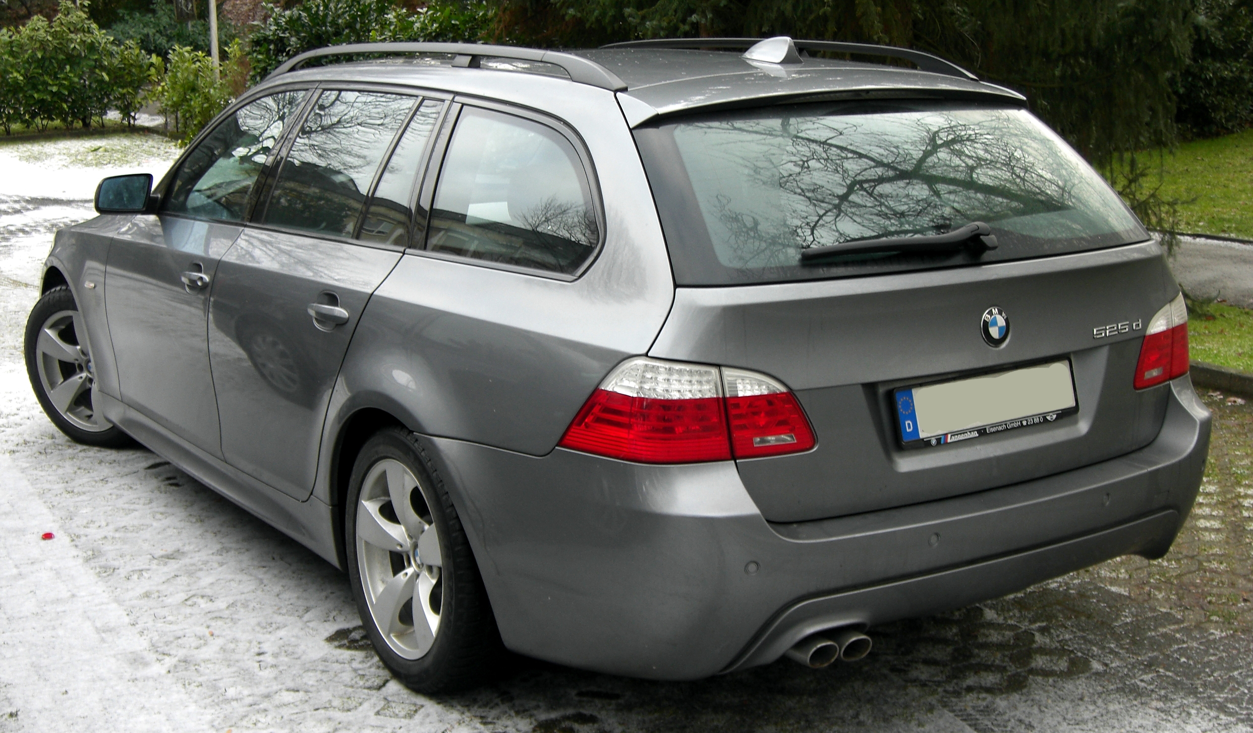 BMW 5 Series (E60) - Wikipedia
