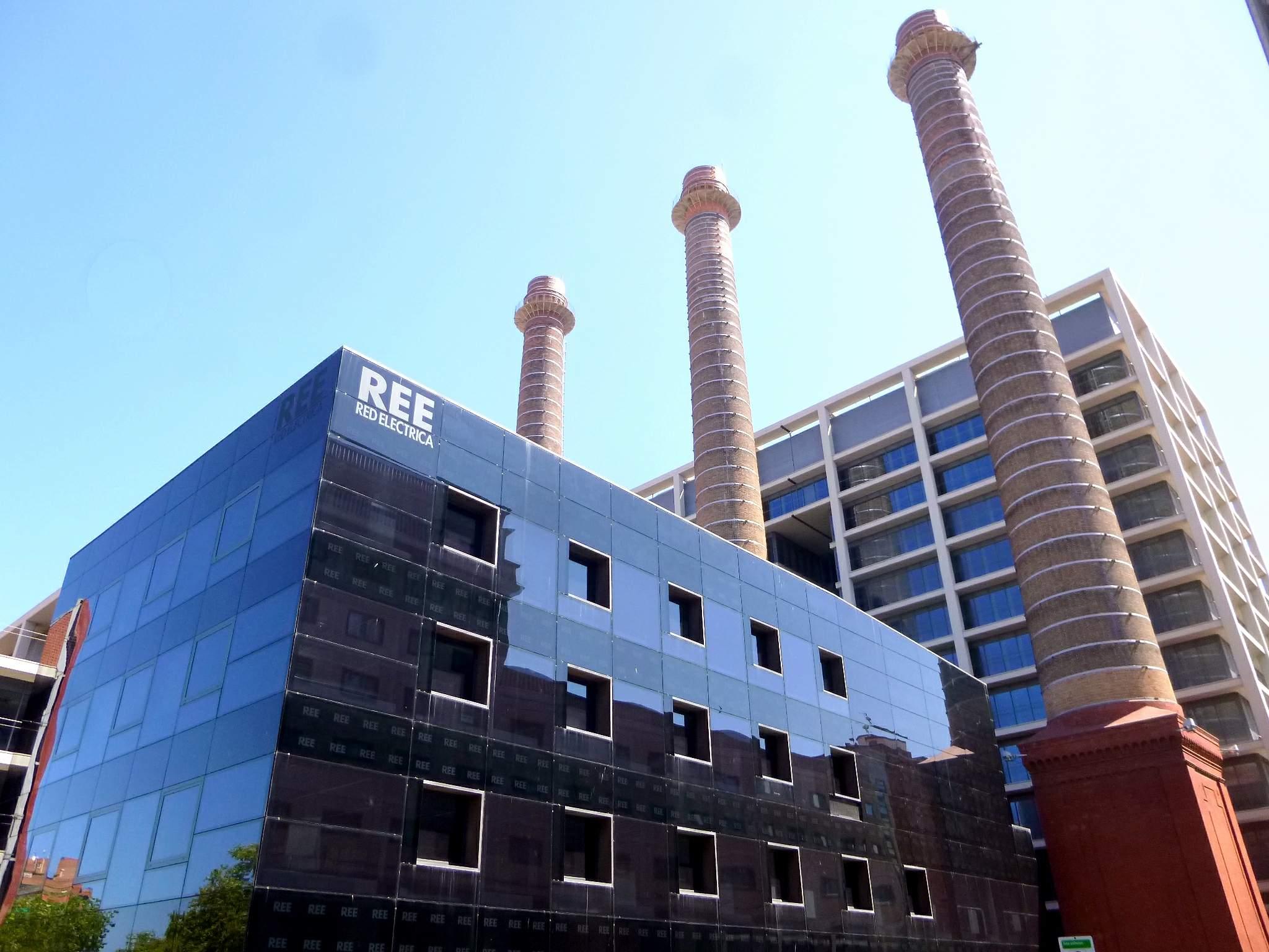 File barcelona edificio de fecsa endesa y red el ctrica de espa a ree wikimedia commons - Oficina fecsa endesa barcelona ...