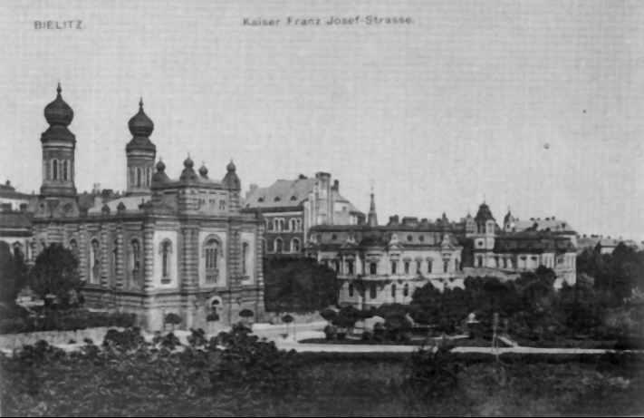 https://upload.wikimedia.org/wikipedia/commons/e/ed/Bielsko-Bia%C5%82a_1910%2C_Synagoga_i_ul._3_Maja.jpg