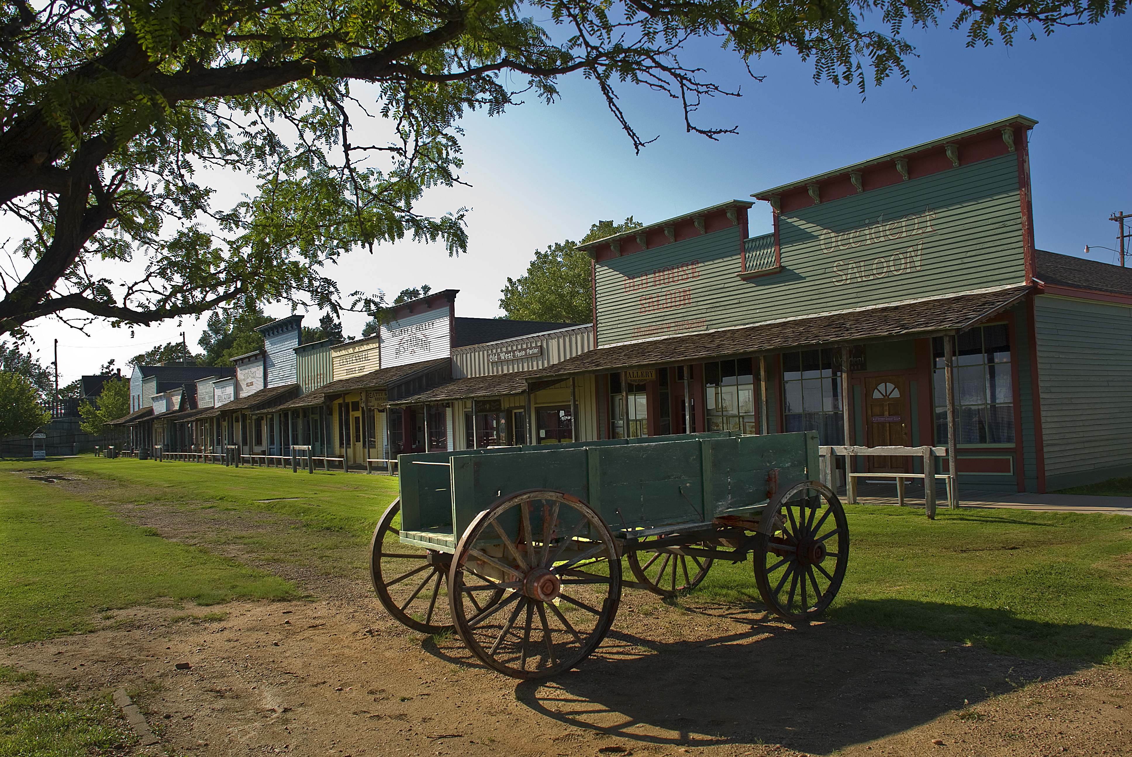 Exposition de charriots au musée Boot Hill par Gerald B. Keane / Public domain