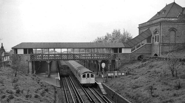 Buckhurst Hill Station 1932331 58b1bf75