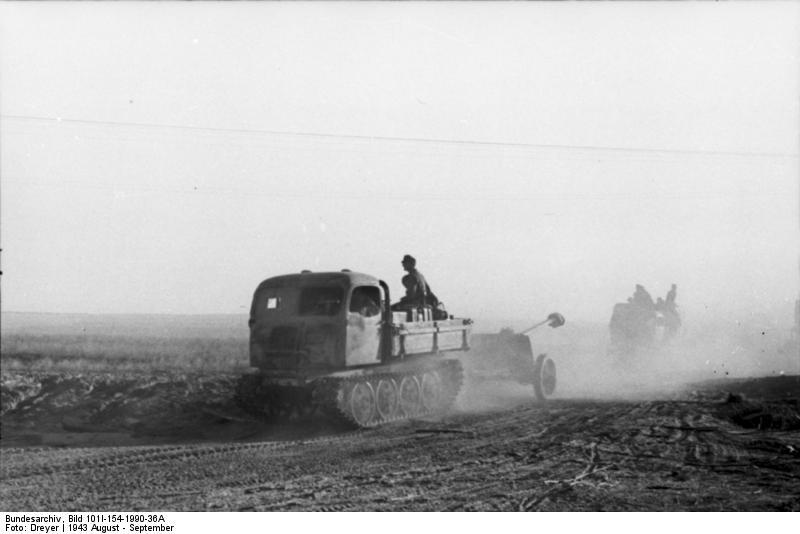 File:Bundesarchiv Bild 101I-154-1990-36A, Russland-Mitte, Raupenschlepper Ost.jpg
