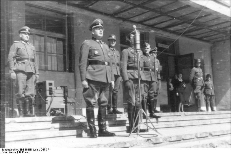 File:Bundesarchiv Bild 101III-Weiss-047-37, Russland, Minsk, Ordnungspolizei, Bach-Zelewski.jpg