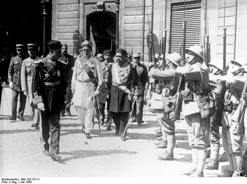 Fichier: Bundesarchiv Bild 102-10111, Paris, Bey von Thunis mit Ehrenwache.jpg