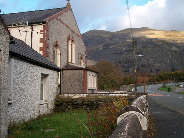 Capel Jerusalem with Dinorwig Quarries in the background - geograph.org.uk - 1590725