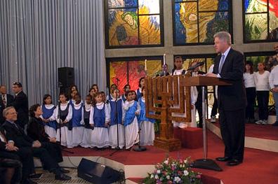 https://upload.wikimedia.org/wikipedia/commons/e/ed/Clinton_Menorah_Ceremony.jpg