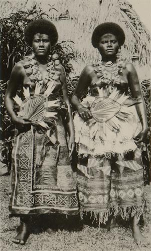 Native Fijian women, 1935 Fijian women ceremonial.jpg