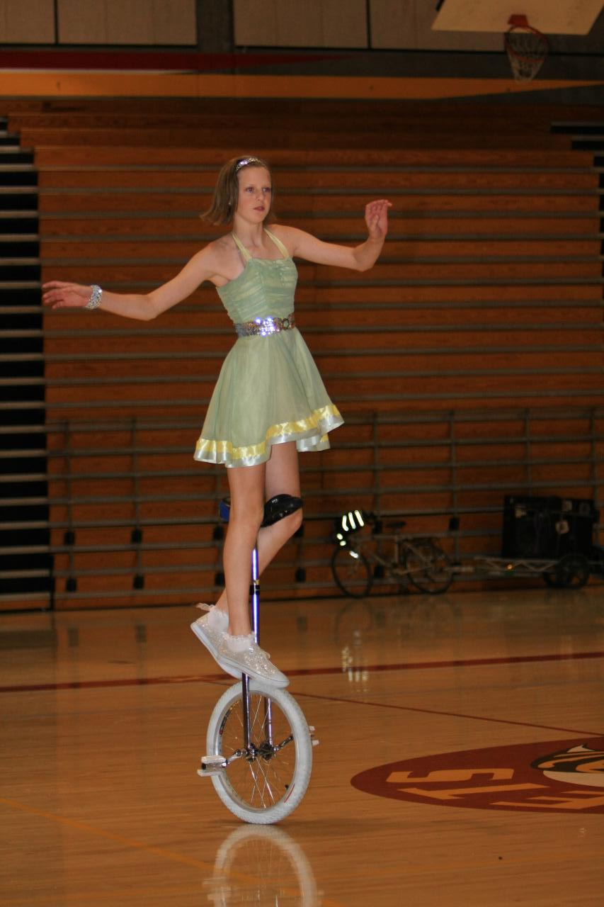 how to turn a unicycle
