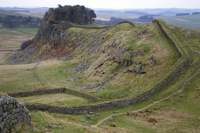 Hadrian's wall at Cuddy's Crags and Housesteads Crags - geograph.org.uk - 404992