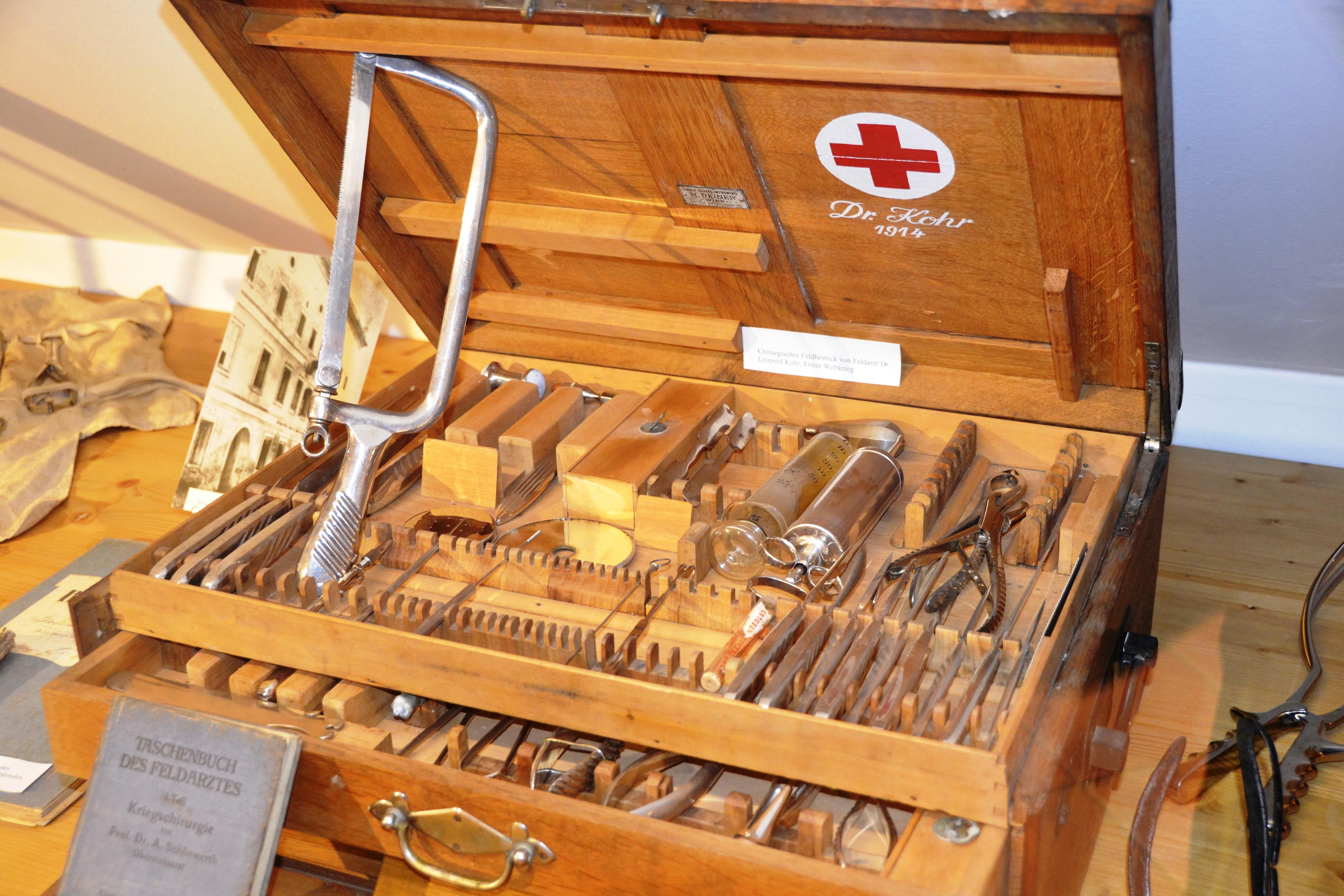Feldchirurgisches ''Besteck'' aus dem Ersten Weltkrieg