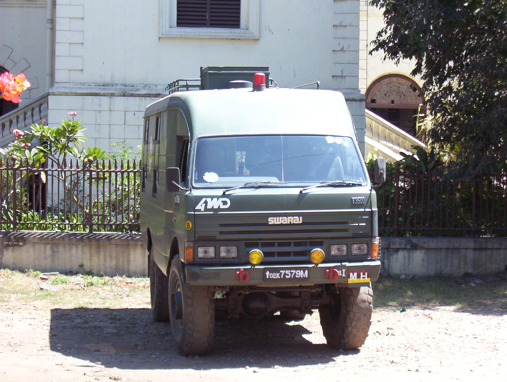 File:India army SwarajT3500 2007 front.JPG