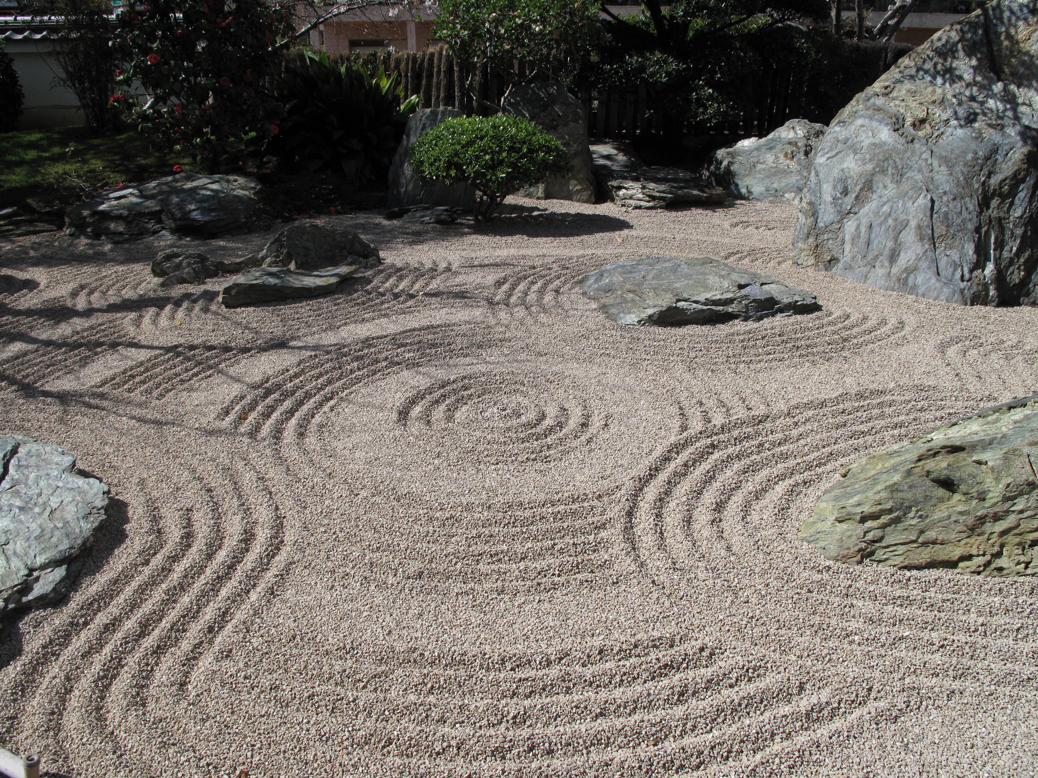 http://upload.wikimedia.org/wikipedia/commons/e/ed/Japanese_garden_Monaco3.jpg